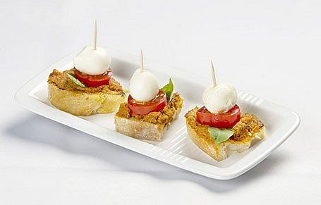 Kanapka s mozzarellou a pestom zo sušených paradajok