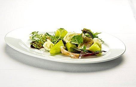 Šalát s mozzarellou, prosciuttom a žltým melónom