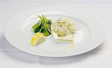 Zubáč s limetkovým maslom a listovým špenátom