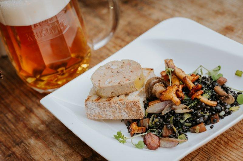 Foie gras so šošovicou beluga a hubovým ragú